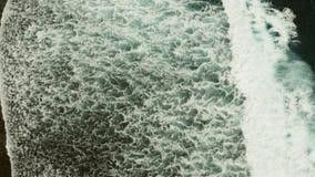 Vagues se brisant sur un récif coralien banque de vidéos