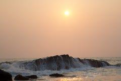 Vagues sur des récifs Image libre de droits