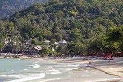 Vagues tropicales de plage et d'eau de mer sur l'île Koh Phangan, Thaïlande Photos libres de droits