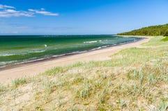 Vagues vertes de mer baltique Photographie stock