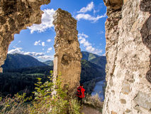 Vah-Fluss von altem Schloss Strecno in Nord-Slowakei Lizenzfreie Stockfotos