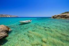Vai海滩蓝色盐水湖在克利特的 免版税图库摄影