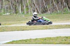 Vai a velocidade do kart rive a raça exterior foto de stock