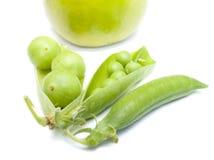 Vainas del guisantes verdes, ciruelo y foto de archivo