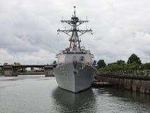 Vaisseau de guerre de mât de transmissions - destroyer de missile Image stock