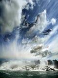 Vaisseau spatial étranger caché au-dessus de la cascade photo libre de droits