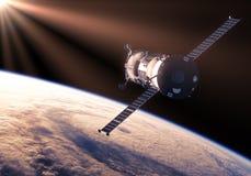 Vaisseau spatial de cargaison dans les rayons de Sun Photo stock