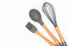 Vaisselle de cuisine diff?rente sur une vue sup?rieure color?e de fond Appareils de cuisson image stock