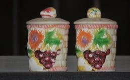 Vaisselle de cuisine en céramique de pots d'argile de concepteur photo stock