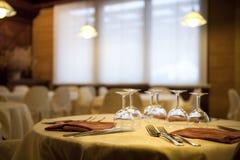 Vaisselle plate de restaurant d'Elegan photo libre de droits