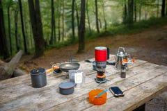 Vaisselle pour camper images stock