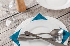 Vaisselle sur la table en bois Images stock