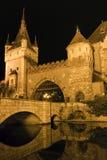Vajdahunyad城堡在一个夏夜在布达佩斯 免版税库存照片