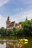 Vajdahunyad城堡在布达佩斯,匈牙利城市公园  免版税库存照片