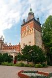 Vajdahunyad城堡,一座城堡的塔在Bu城市公园  免版税库存照片