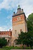 Vajdahunyad城堡,一座城堡的塔在Bu城市公园  库存图片