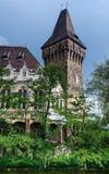 Vajdahunyad堡垒哥特式塔在布达佩斯 库存图片