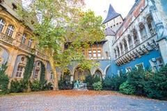 Vajdahunyad slottgård royaltyfri fotografi