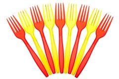 Vajilla disponible. Conjunto de forkes plásticas coloreadas Imagen de archivo libre de regalías