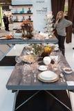 Vajilla en la exhibición en HOMI, demostración internacional del hogar en Milán, Italia Imagenes de archivo