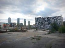 Vakant grafittibyggnad Arkivfoton