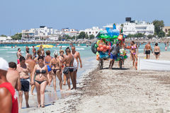 Vakantie aan het overzees Italiaans strand Pulia, Italië royalty-vrije stock fotografie