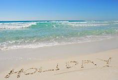 Vakantie die in het Zand van het Strand wordt geschreven Stock Afbeeldingen