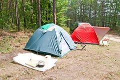 Vakantie in het hout die tenten wandelen Stock Fotografie