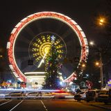 Vakantie Nieuw jaar, kleurrijke lichten op een Kerstboom stock fotografie