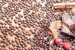 Vakantie van chocoladedag - houten lijstachtergrond van koffie Royalty-vrije Stock Afbeeldingen