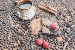 Vakantie van chocoladedag - houten lijstachtergrond van koffie Stock Afbeelding