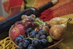 Vakantie, wijn en fruit, feestelijke stemming royalty-vrije stock foto
