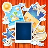 Vakantieachtergrond met fotokaders Stock Foto's