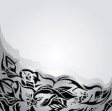 Vakantieachtergrond in zilveren en grijs, met zwarte bloemenornamenten Royalty-vrije Stock Foto's
