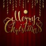 Vakantiebanner met decoratie Feestelijk rood gordijn De inschrijvings Vrolijke Kerstmis en ster van de kalligrafie gouden textuur Royalty-vrije Stock Foto's