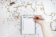 Vakantiedecoratie en notitieboekje met 2017 doelstellingen Royalty-vrije Stock Foto