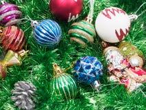 Vakantiedecoratie met bont-boom en speelgoed Stock Foto