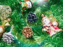Vakantiedecoratie met bont-boom en speelgoed Royalty-vrije Stock Afbeeldingen