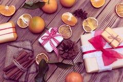 Vakantiegiften en mandarijnen stock afbeelding