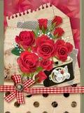 Vakantiekaart met boeket van mooie rozen op oude document achtergrond Stock Foto's