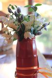 Vakantiekaart met de lentebloemen stock fotografie