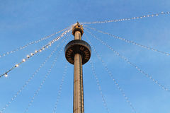 Vakantielichten bij Euro toren door schemer Stock Afbeeldingen