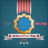Vakantiemalplaatje met gestileerde gouden rozet en sterren op nationale vlagkleuren voor four Juli, Amerikaanse Onafhankelijkheid Stock Foto