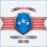 Vakantiemalplaatje met metaalschild, vastgenagelde verzilverde tafelgereien en nationale vlagkleuren voor four Amerikaans Juli, Royalty-vrije Stock Afbeeldingen