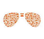 Vakantiepictogrammen in abstracte zonnebrilvorm Stock Foto