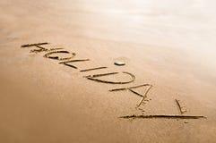 Vakantiewoord op de samenvatting die van het zandconcept wordt geschreven Stock Afbeeldingen