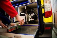 Vaken person med paramedicinsk utbildning Royaltyfri Fotografi