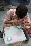 Vakman die voor Tara, een Eerlijke Handel Organizatio werken Stock Foto's