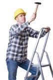 Vakman op een ladder met een hamer Stock Afbeeldingen