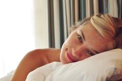 vaknade flickan Fotografering för Bildbyråer